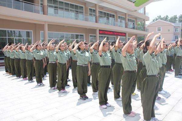 军人升旗敬礼照片 军人敬礼 升旗敬礼图片